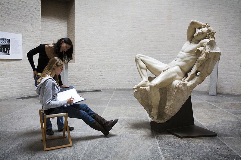 800px-Munich_-_Two_young_women_drawing_-_5814